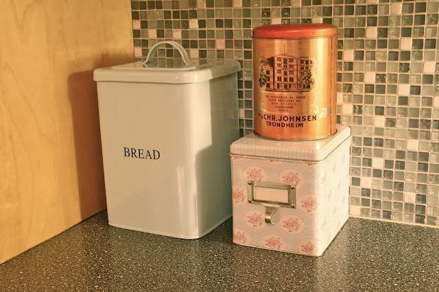 Klabb og datt: brødboksen