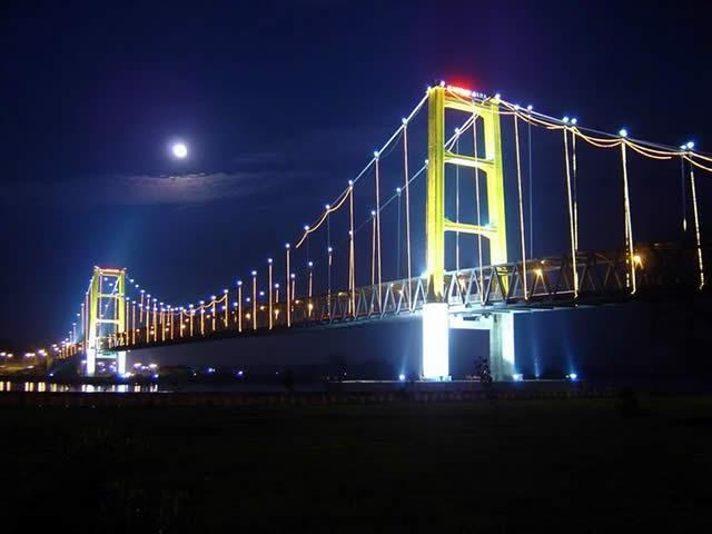 http://1.bp.blogspot.com/_S0-3sVWPmcw/TRJJLMj9lvI/AAAAAAAAATc/hcN6NjkksEw/s1600/bridge-kutai-02-640.jpg