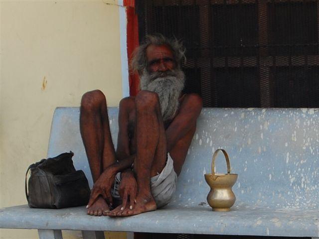 http://1.bp.blogspot.com/_S1HnzCNFV3g/TOAsz08veaI/AAAAAAAAAU4/iwQsab4HdzI/s1600/old-indian-man.jpg