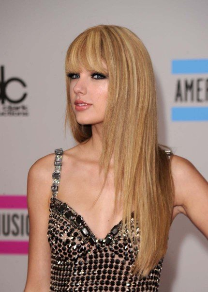taylor swift straight hair ama. taylor swift straight hair ama. with straight hair! with straight hair!