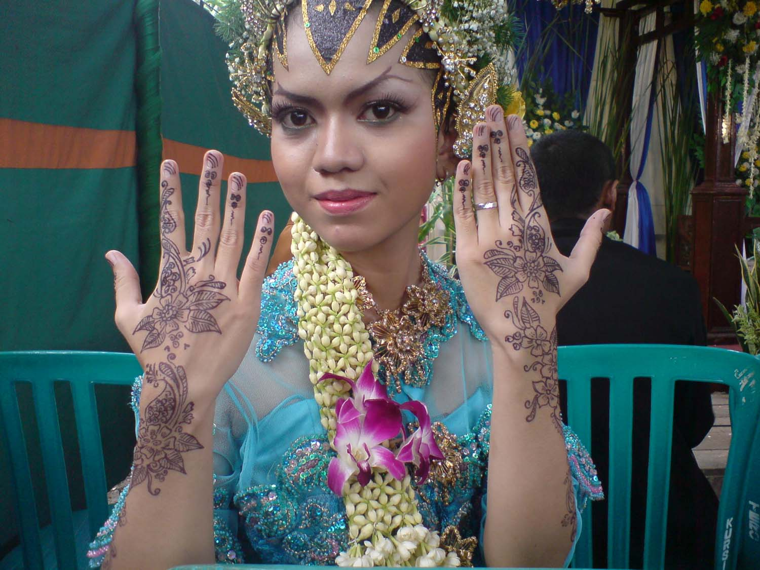 Bridal with Hand Henna Tattoos