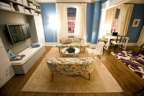 Blush And Pearls: Carrie Bradshaw Home Decor Style