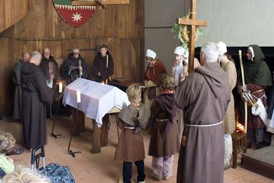 external image medieval-funeral.jpg