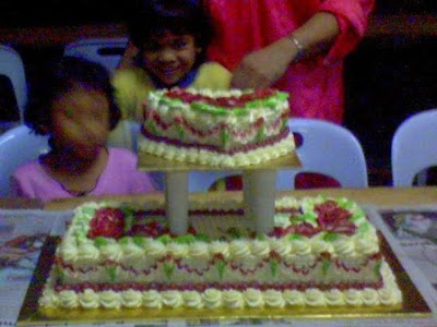 kek tiga tingkat. call 0175532643