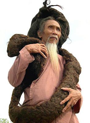 Uomo capelli piu lunghi del mondo