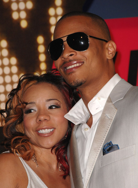Is ti dating hoopz