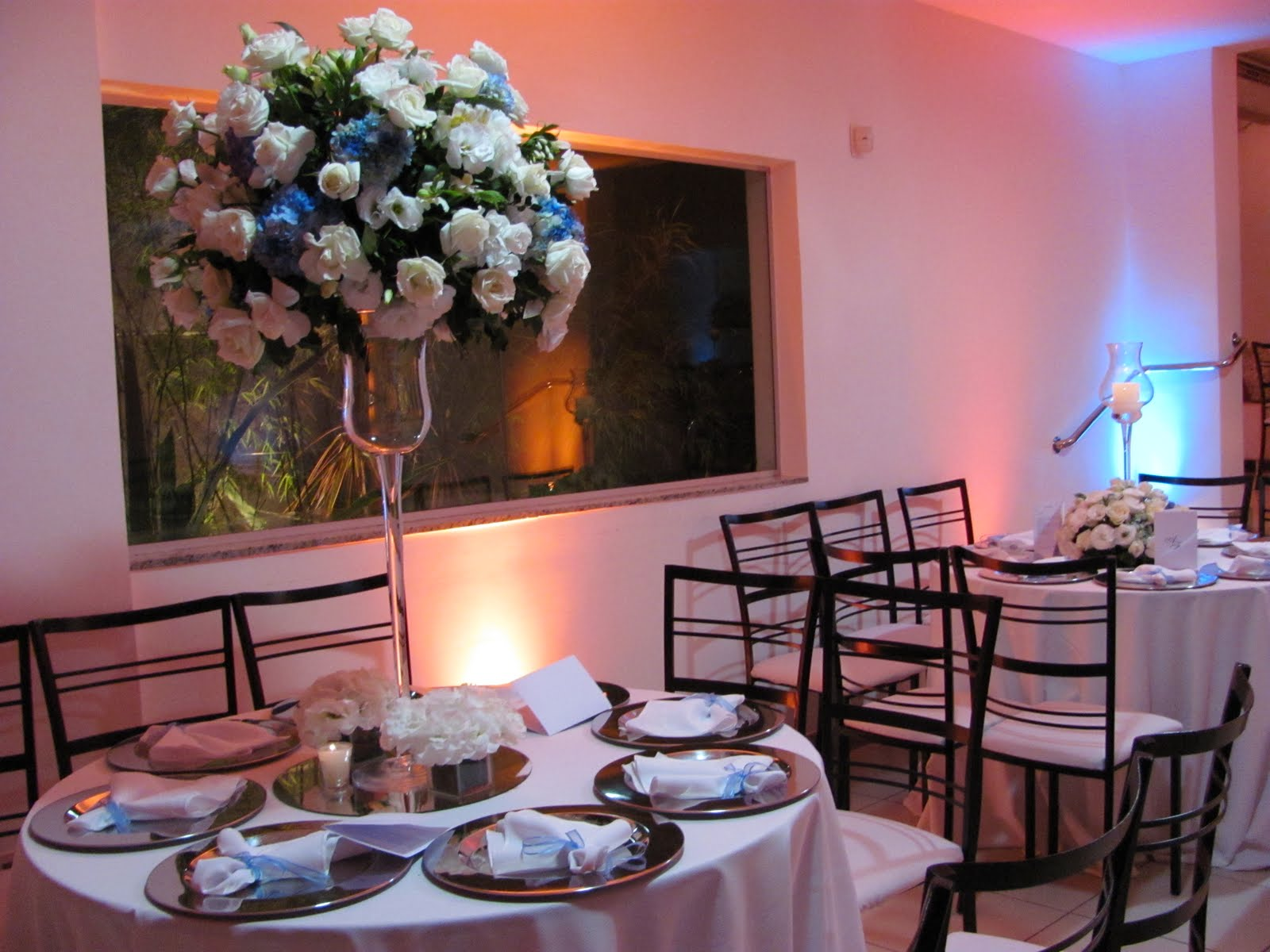 decoracao de casamento frederico westphalen : decoracao de casamento frederico westphalen:Decoração com flores branca e toques de Hortencias azul
