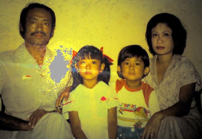 bersama ortu dan saudara tercinta 1982
