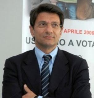 http://1.bp.blogspot.com/_SBRjX4ibmD8/Sq9u2X-udWI/AAAAAAAAJr8/NnwSBzdKApg/s320/.+Lorenzo+Ria,+deputato+del+Gruppo+Misto-761706.jpg