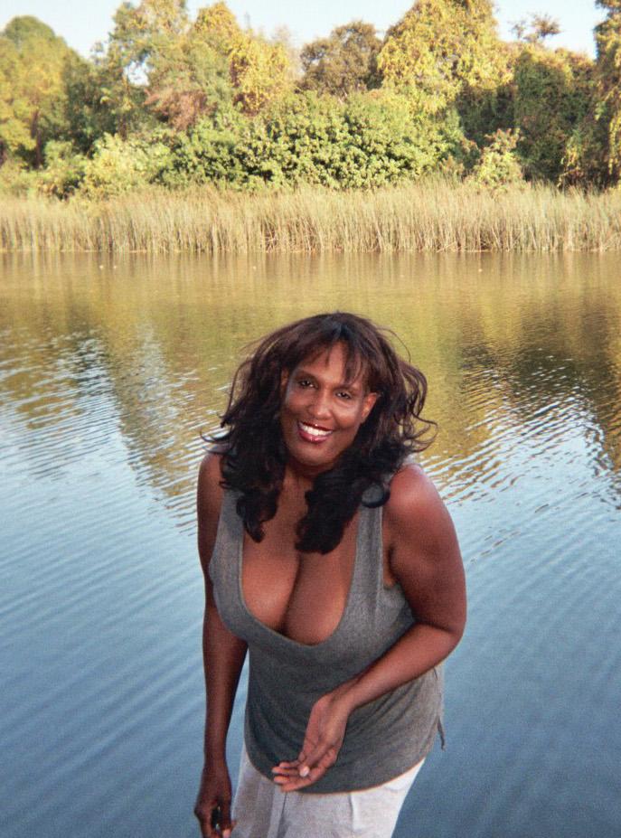TWITTER+sexy+shot+Kola+at+lakeshore.jpg