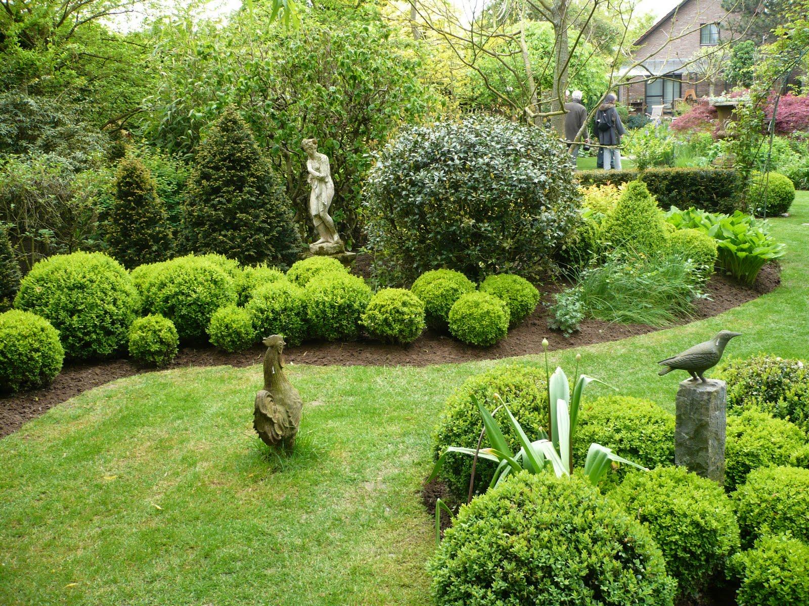 Balades dans de beaux jardins jardin de vic et anne for Beaux arbres de jardin