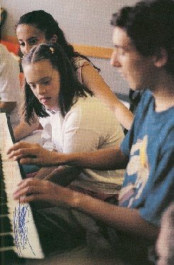 María del Carmen con 2 alumnos