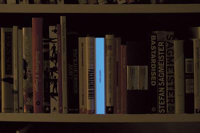 デザインでUSPを作る方法:暗闇の中で目立つ本