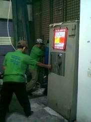 Pindahan 1 unit Chubb Bankers & Solingen berat 1,5 ton di Star Jawelery ITC Mangga Dua Blok D lt.1