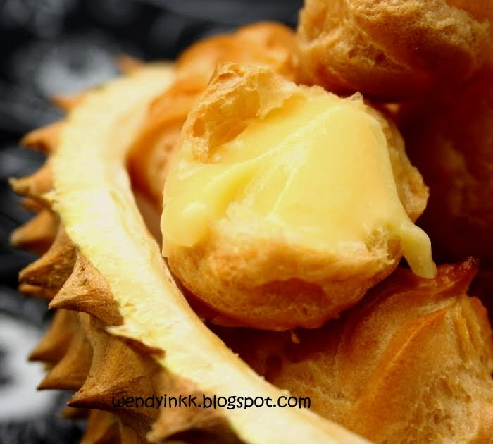 Durian Custard Cream Puffs