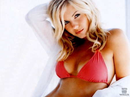 ELISHA CUTHBERT ? If only every nude girl next door in America looked like ...
