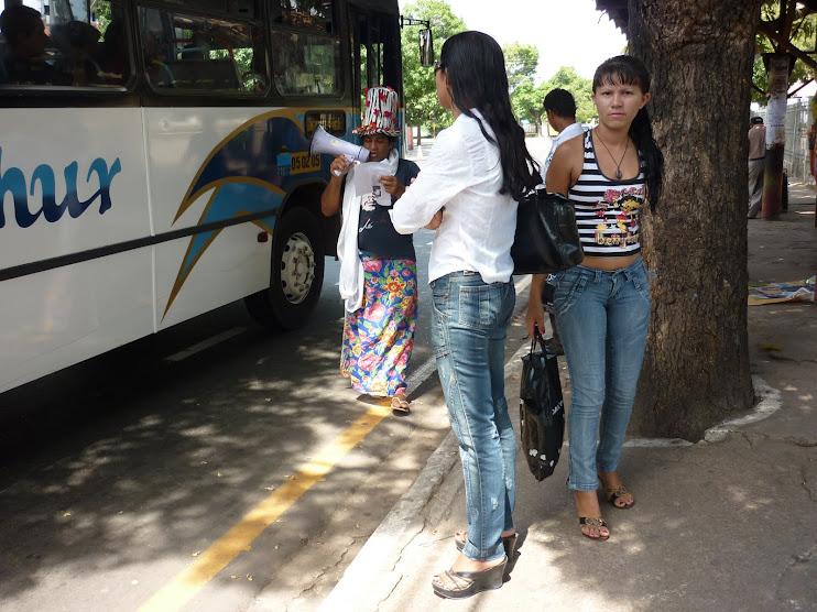 Promovendo Rodas de Leitura em Paradas de Ônibus