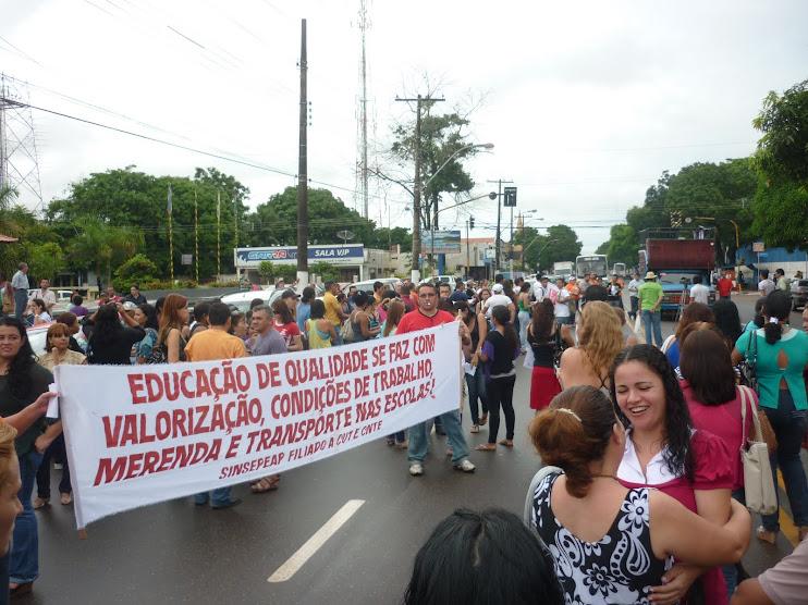15/04 - Professores na rua em luta por educação de qualidade no Amapá