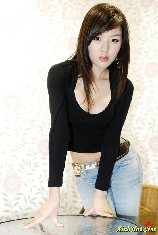 Hwang Mi Hee In Sexy Black Crop TopTight Jeans