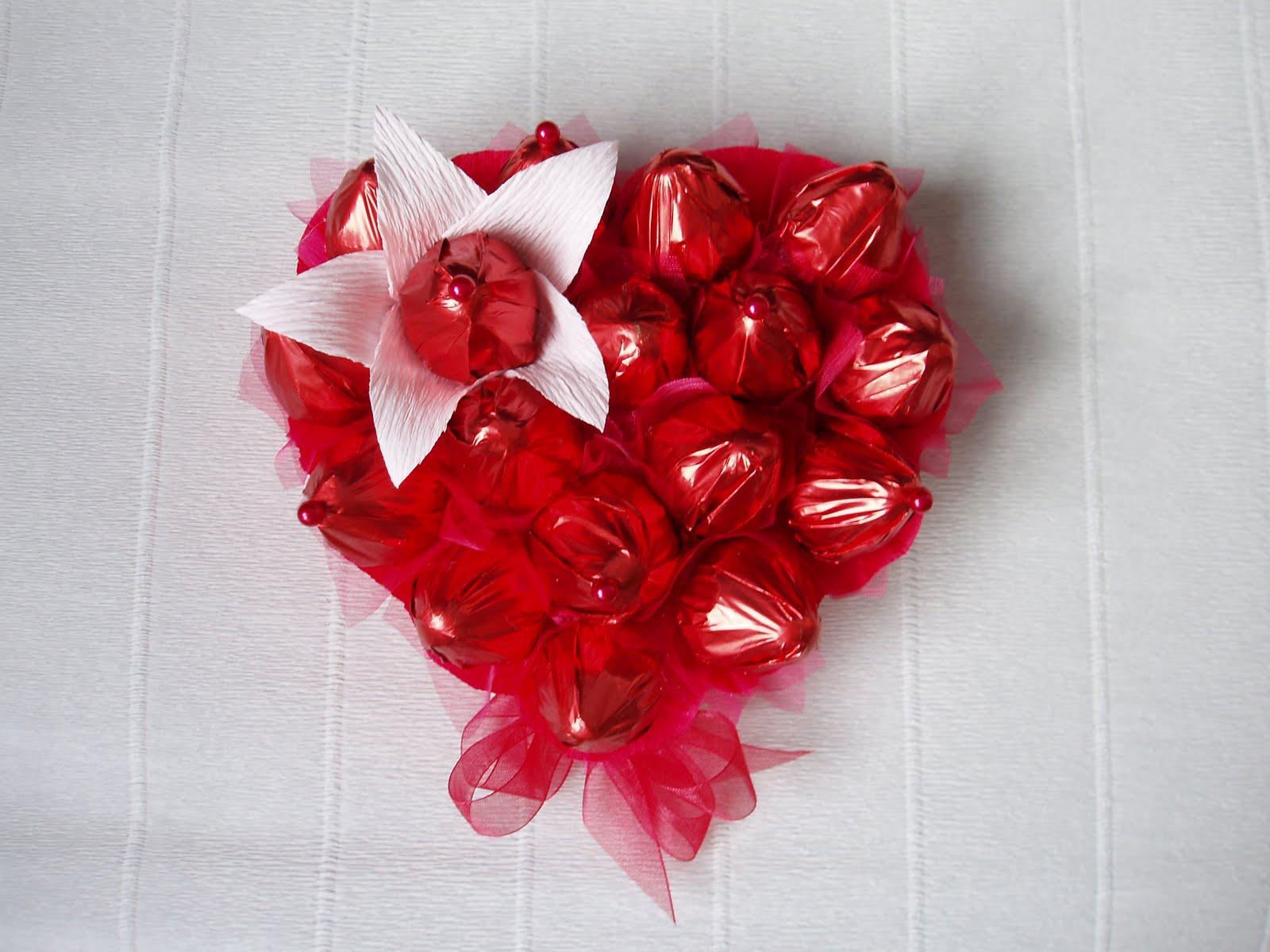 Сердечко из конфет своими руками