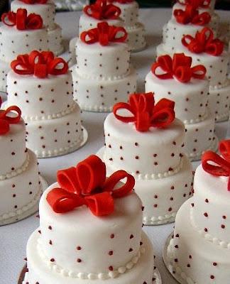 19 Adorable MiniWedding Cakes