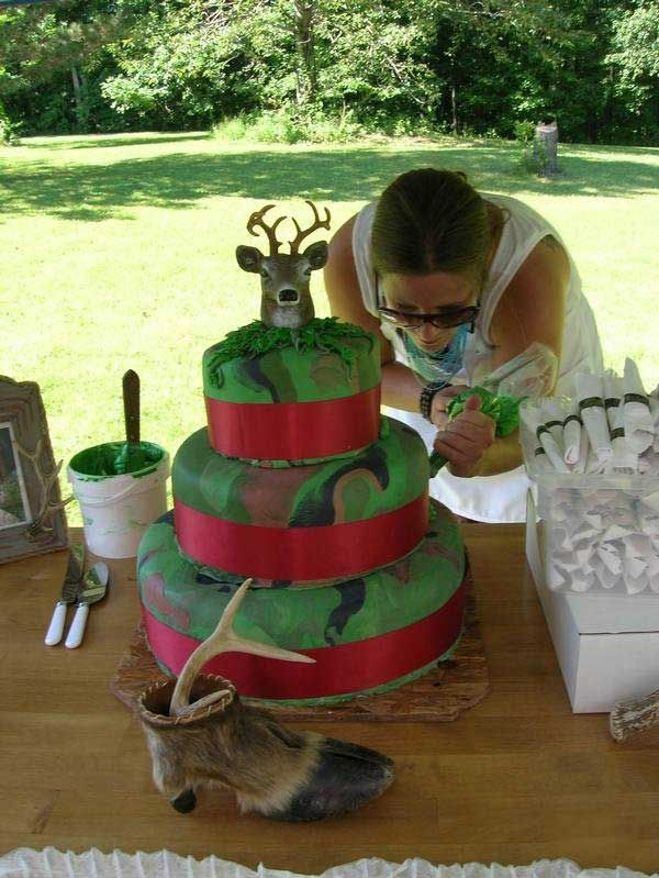 camo wedding cake, Wedding Cake For Camouflage Decoration