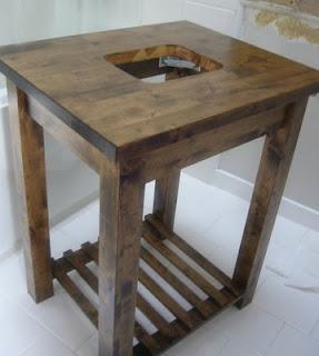 Столик после обработки, покрытия краской и сборки