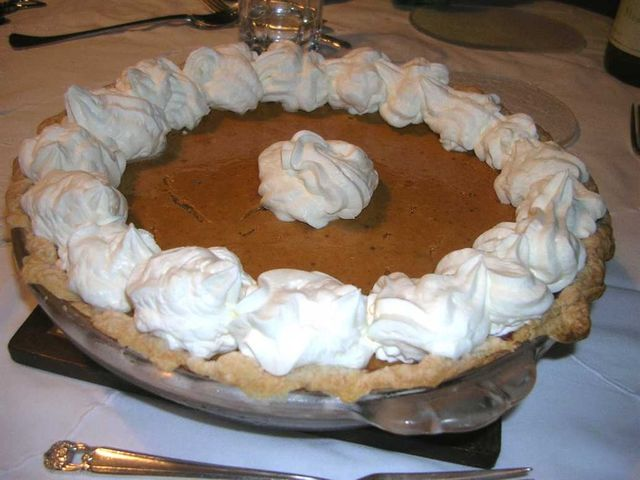 pumkin pie with whip cream