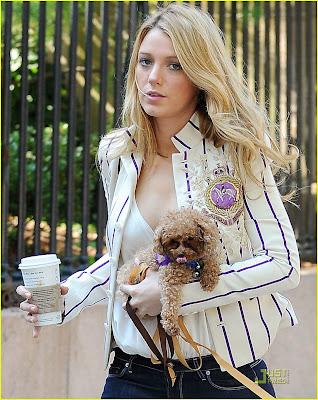 Blake Lively School Uniform on Blake Lively  As Serena Van Der Woodsen