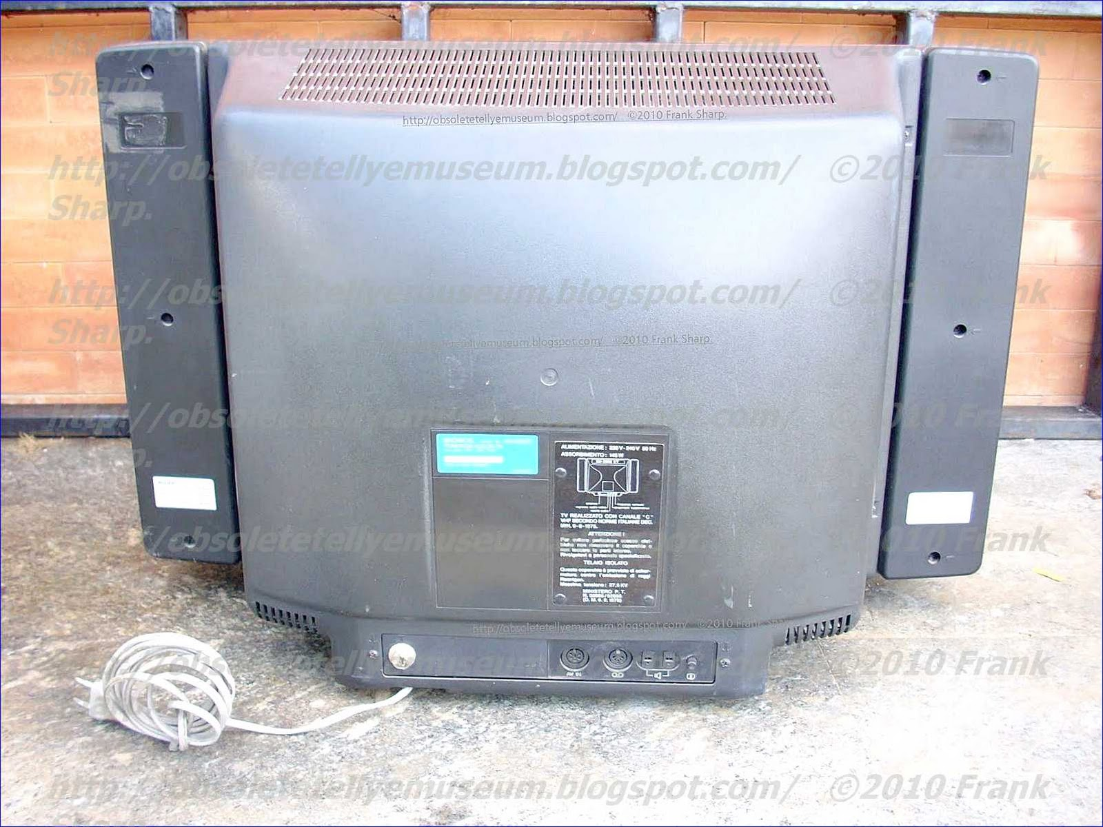 Obsolete Technology Tellye Sony Kv 2222 Et Year 1982 Besides 50 Gfci Breaker Wiring Diagram Furthermore Hot Tub 220 The Is A Stereo 22 Inches Television Set With Nice Speaker Box And An Even Internal Chassis Automatic Pre Programming System For Tv
