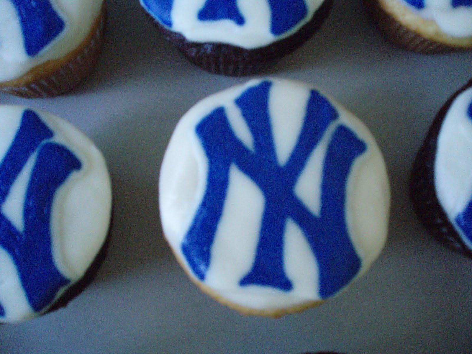http://1.bp.blogspot.com/_SQwUmrGZ13Y/TAnCCOPtK5I/AAAAAAAAATc/WWGgzNJle4g/s1600/yankee+cupcake.JPG