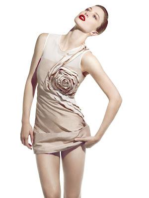 Raquel Zimmermann para Vogue Brazil Diciembre 2010
