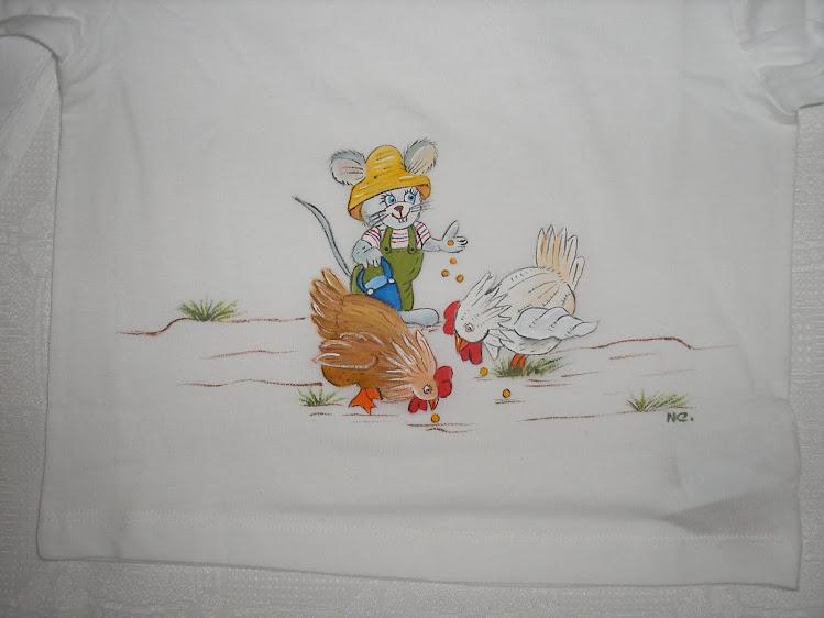 T-shirt de ratinho a dar milho às galinhas