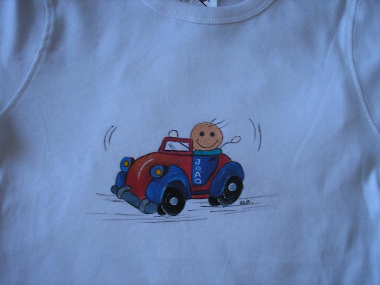 T-shirt carrinho com menino