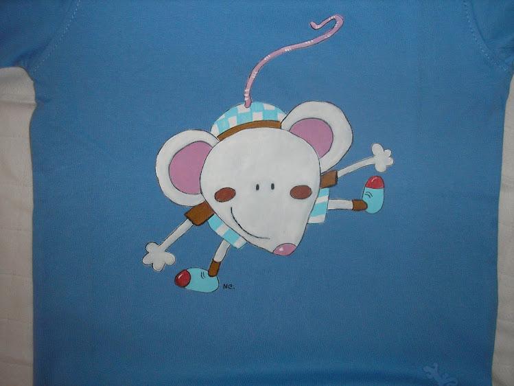 T-shirt com rato voador
