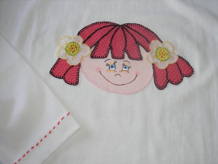 T-shirt  com cara de boneca