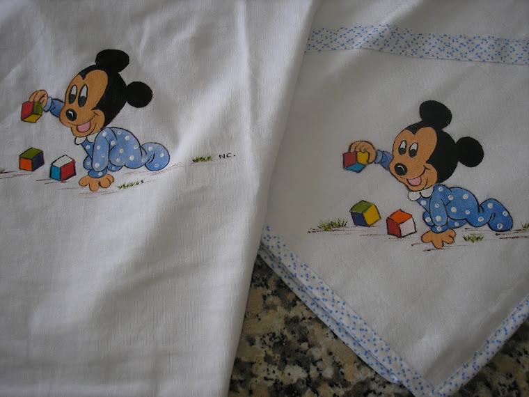 Fralda e T-shirt com o Mickey