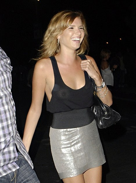 Robmacca S Entertainment News Nadine Coyle Forgets Her Bra