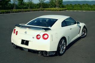 Abflug Nissan GT-R 2009