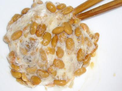 納豆に砂糖かきまぜ感覚