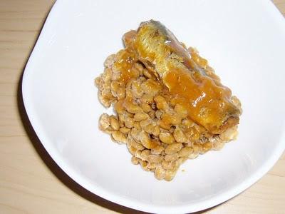 納豆にいわし味噌煮缶詰