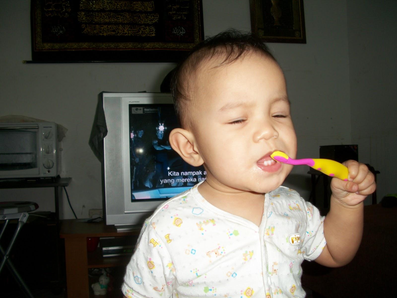 Cara+menggosok+gigi+dengan+betul