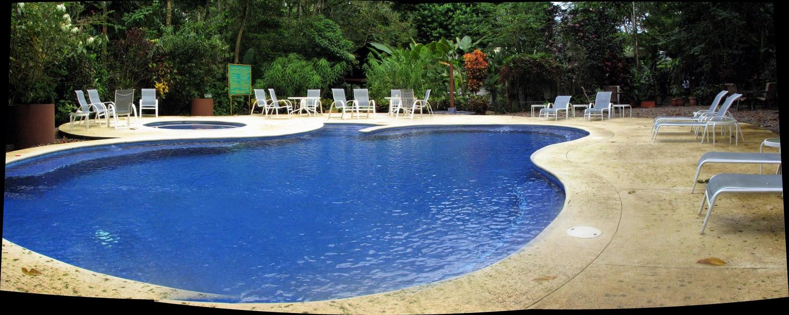 Disfrutando de la vida la piscina y la fuente del for Piscina la selva