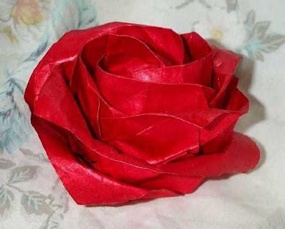 una flor de papel