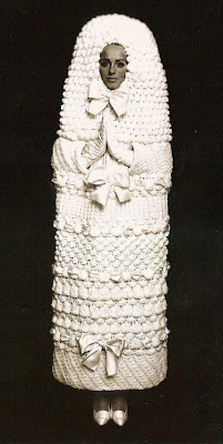 http://1.bp.blogspot.com/_SW6HkUxTf60/SivrQxK0TkI/AAAAAAAAEqc/mEa4cZKo_FM/s400/hideous-wedding-dress1-514x1024.jpg