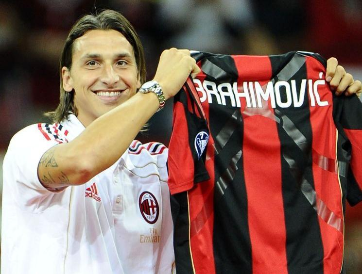 Zlatan Ibrahimovic (AC Milan) frappe un coquipier