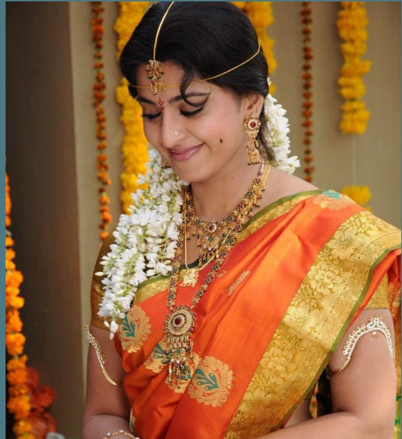 Movie Actor Amp Actress Cute Stills Anushka In Wedding Saree