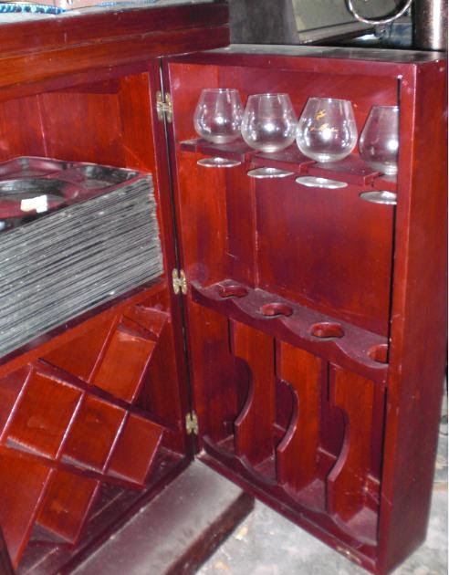 TONG 39 S Collection Rosewood Wine Cabinet Cum Bar Counter