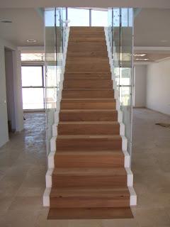 Carpinteria artesanal dise o y reciclaje alfombra de - Alfombra para escalera ...