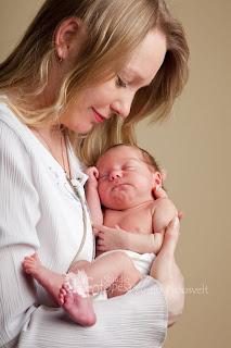 Ema väikese beebiga. Fotostuudio  Fotopesa Tallinnas